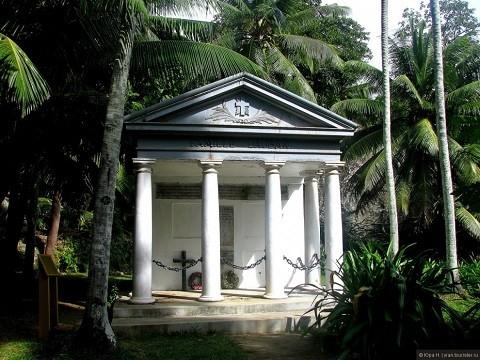 отдых на Сейшельских островах, остров Силуэт - склеп семьи Добанов