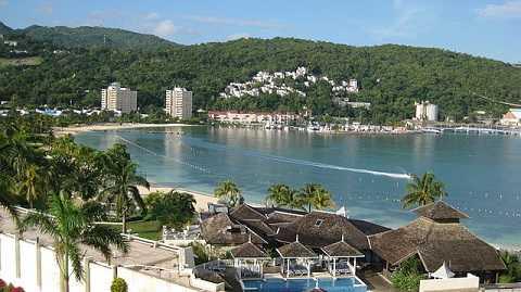 Отдых на Карибских островах, Ямайка - город Очо Риос в уютной бухте