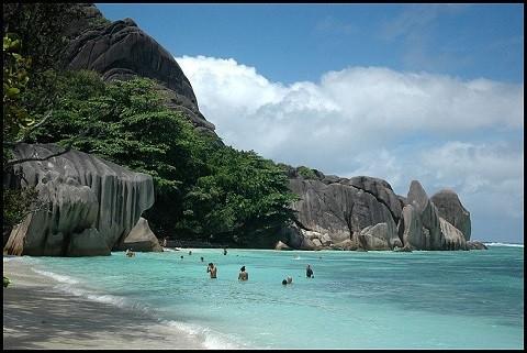 отдых на Сейшельских островах, остров Ла Диг - черные скалы