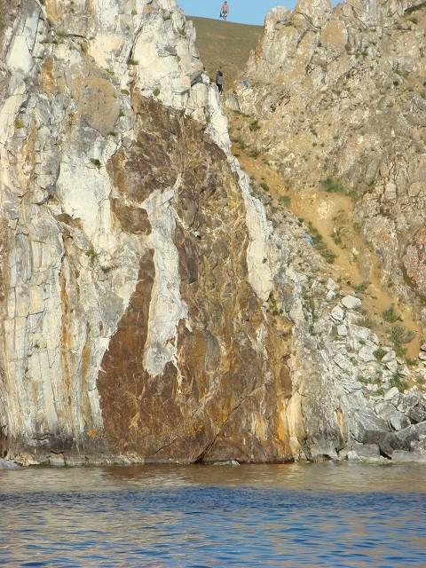 Отдых на острове Ольхон, скала Шаманка - очертания дракона