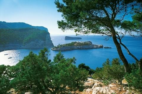 Отдых на островах Испании, остров Ибица, кроме развлечений, здесь еще и много чудесных прибрежных уголков
